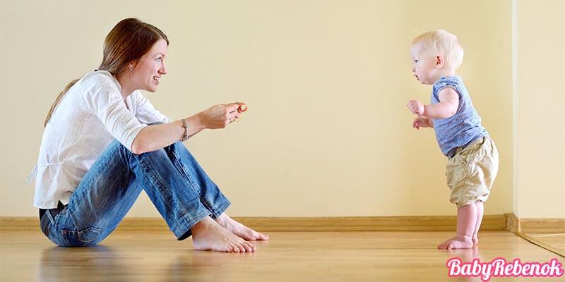 Развитие ребенка в 10 месяцев. Что должен уметь ребенок