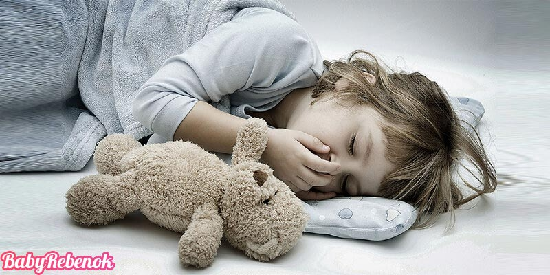 Рвота у ребенка: что дать ребенку при рвоте и что делать?