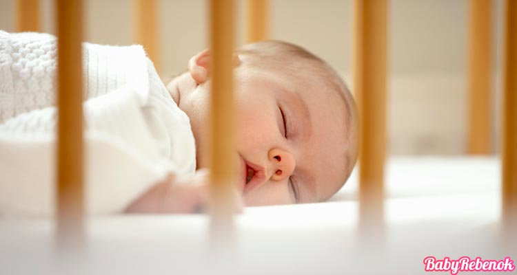 Как научить ребенка засыпать самостоятельно в своей кроватке
