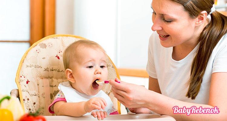 Рацион питания ребенка в 7 месяцев. Чем можно кормить ?