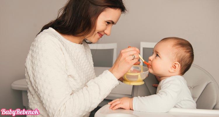 Рацион питания ребенка в 8 месяцев. Чем можно кормить ?