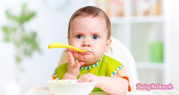 Рацион питания ребенка в 9 месяцев. Чем можно кормить ?