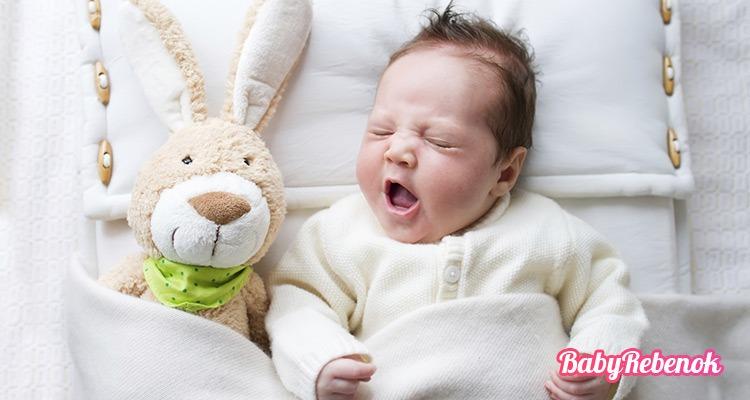 Сколько должен спать ребенок в 3 месяца: днем и ночью?