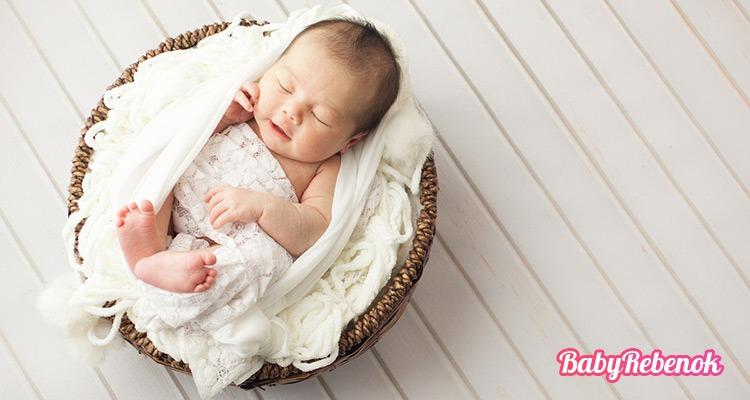 Сколько должен спать ребенок в 4 месяца: днем и ночью?