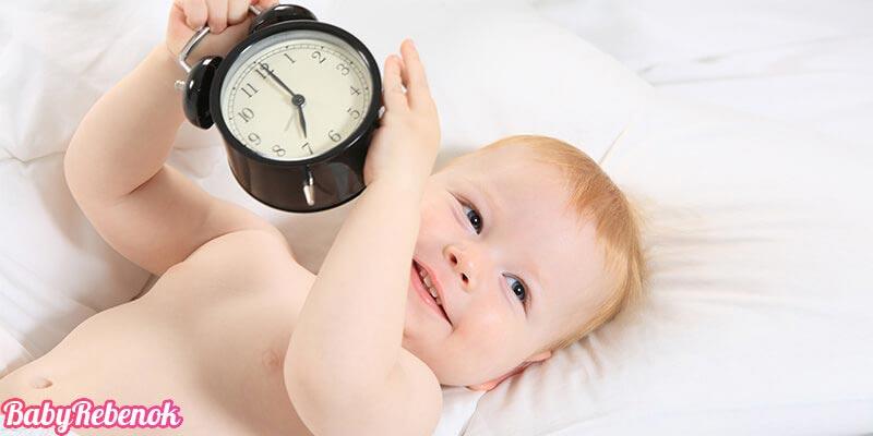 Режим дня новорожденного до месяца: режим кормлений и сна