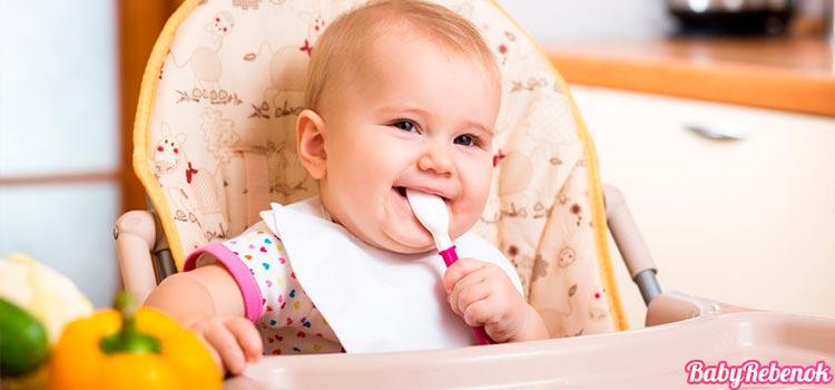 Рацион питания ребенка в 5 месяцев. Чем можно кормить ?
